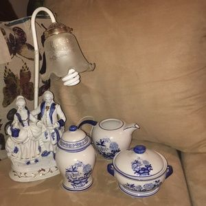 Other - Glass tea set with matching end table lamp